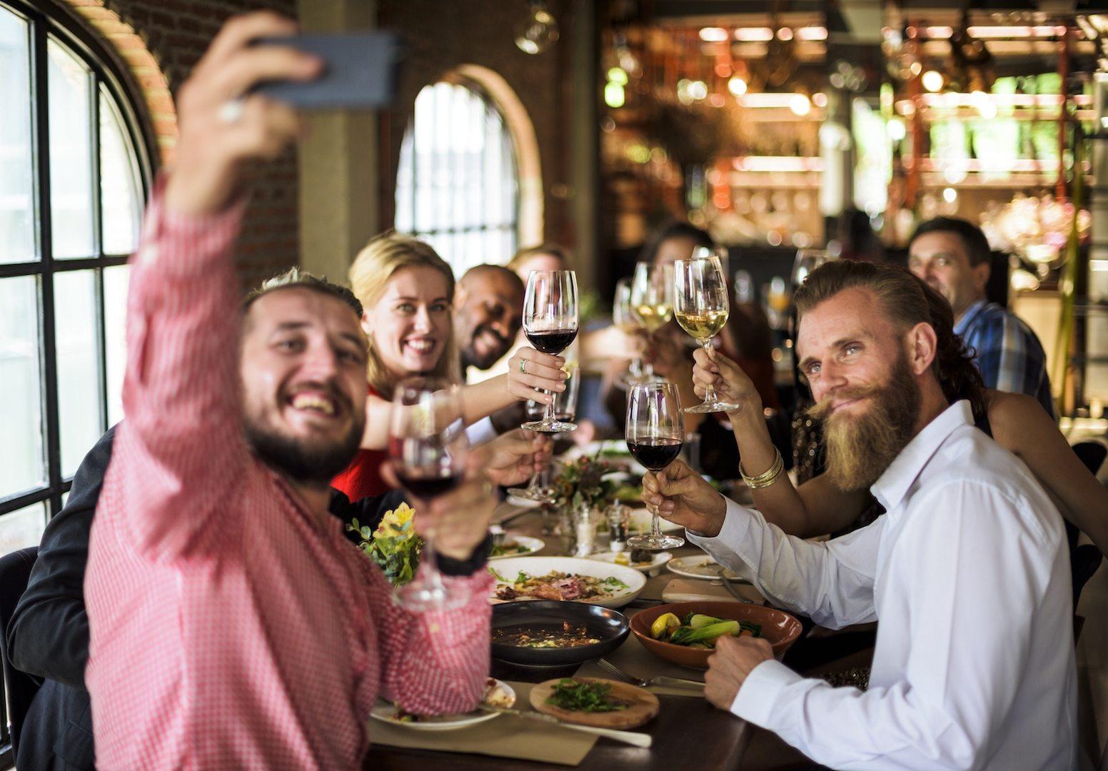 Clientes felizes vão fazer melhores avaliações e recomendar o restaurante aos amigos